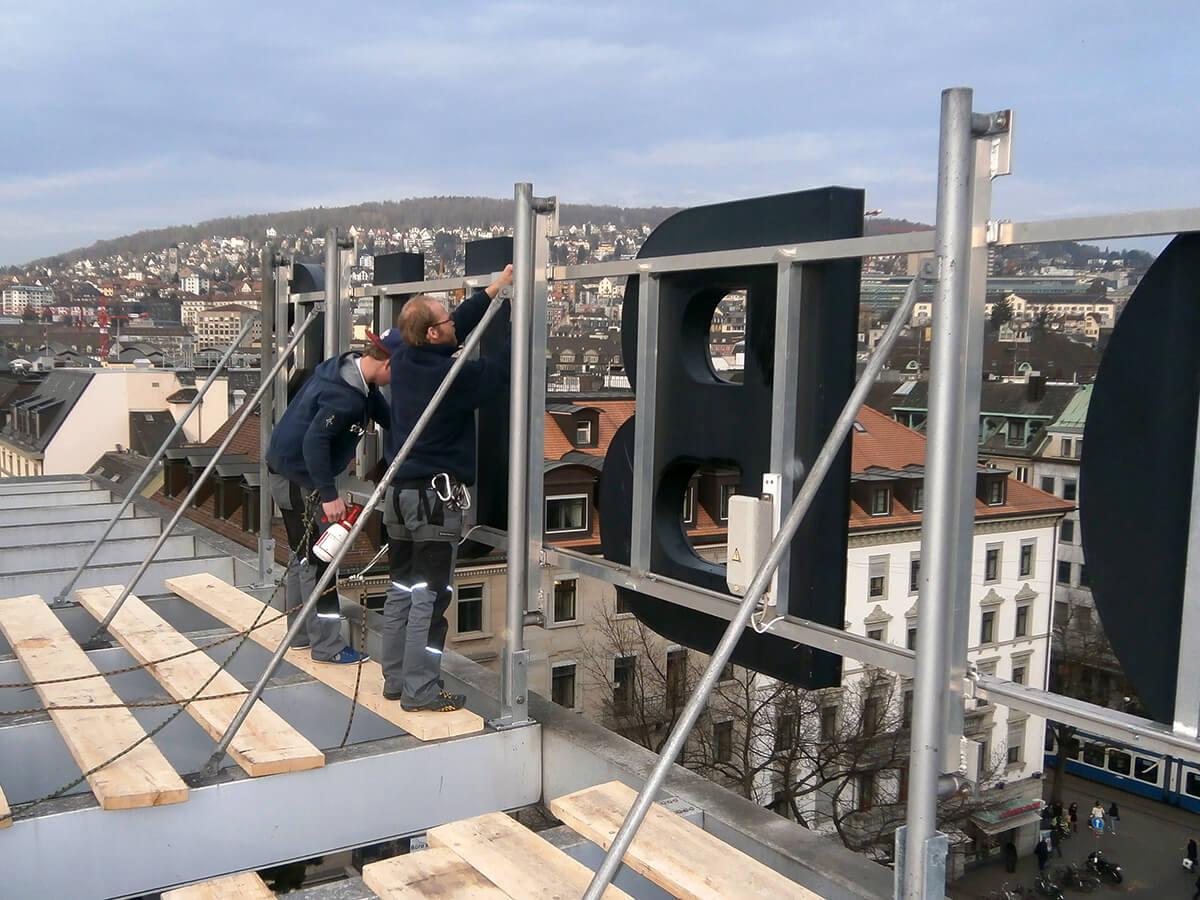 Neoprop Lichtwerbung Wartung Beschriftung Globus Zürich