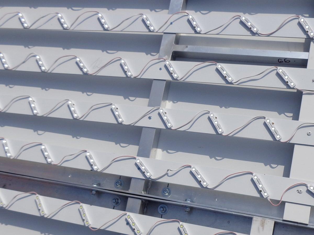 Neoprop Lichtwerbung LED Ausleuchtung