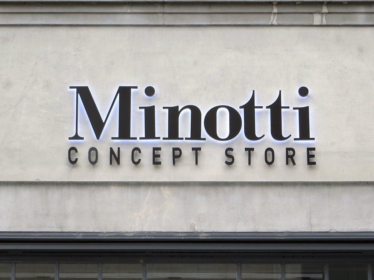 Neoprop Beschriftung Fassade Minotti