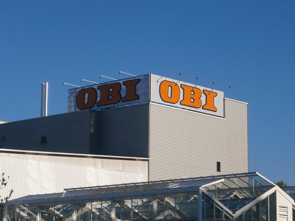 Neoprop Aussenbeschriftung OBI Spanntuch LED-Ausleuchtung