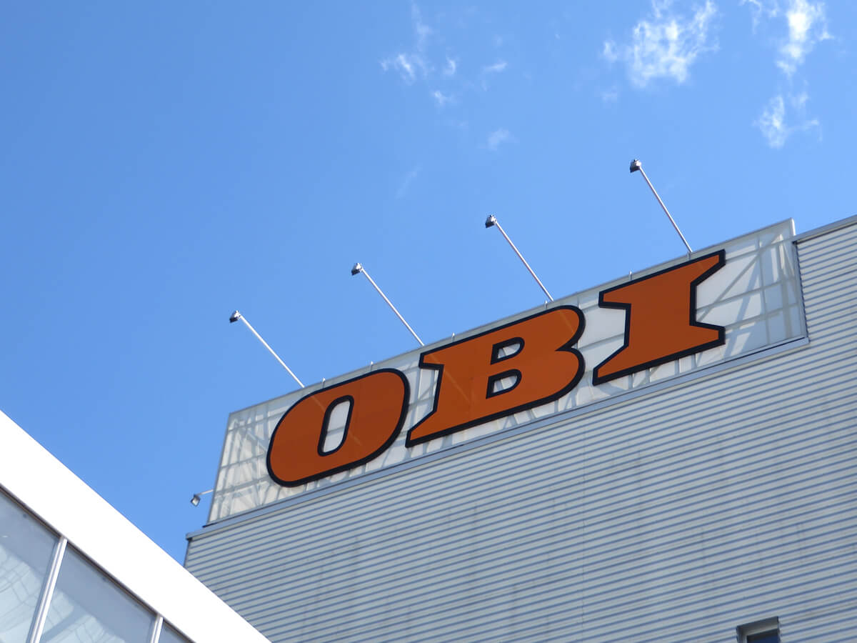 Neoprop Lichtwerbung Aussenbeschriftung OBI LED Spantuch