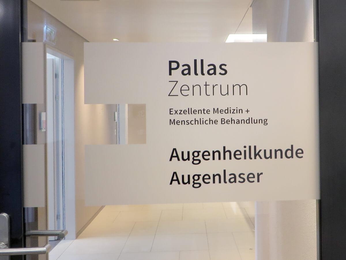 Neoprop Folienbeschriftung Pallas Augenzentrum