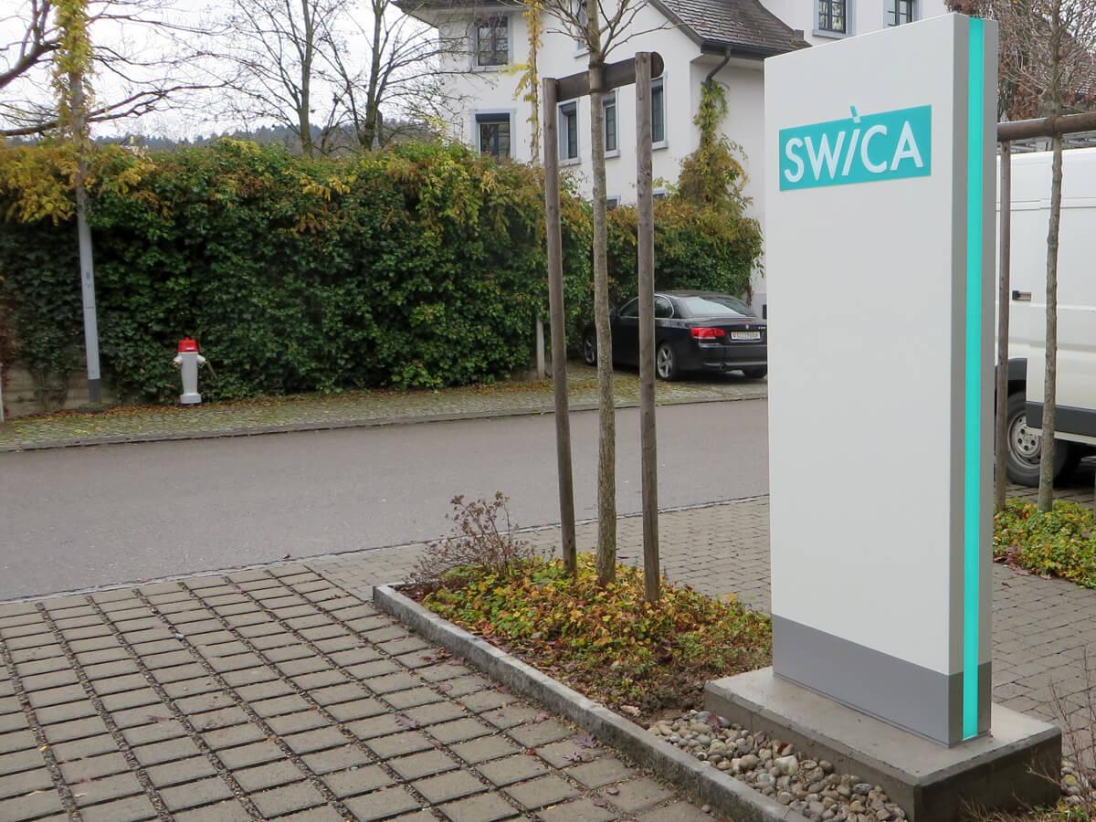 Neoprop Aussenbeschriftung Pylon beleuchtet Swica
