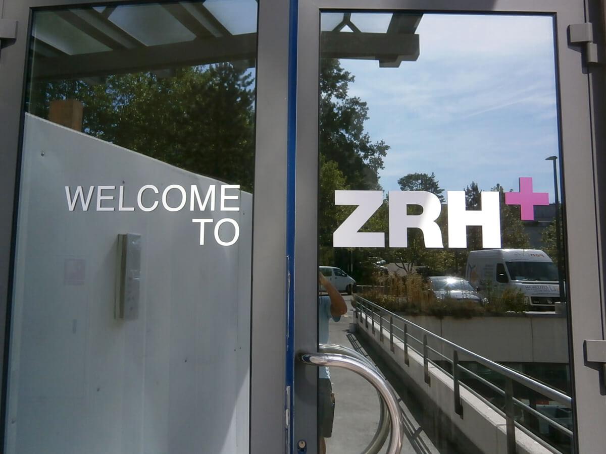 Neoprop Aussenbeschriftung ZRH+ Fensterfolien