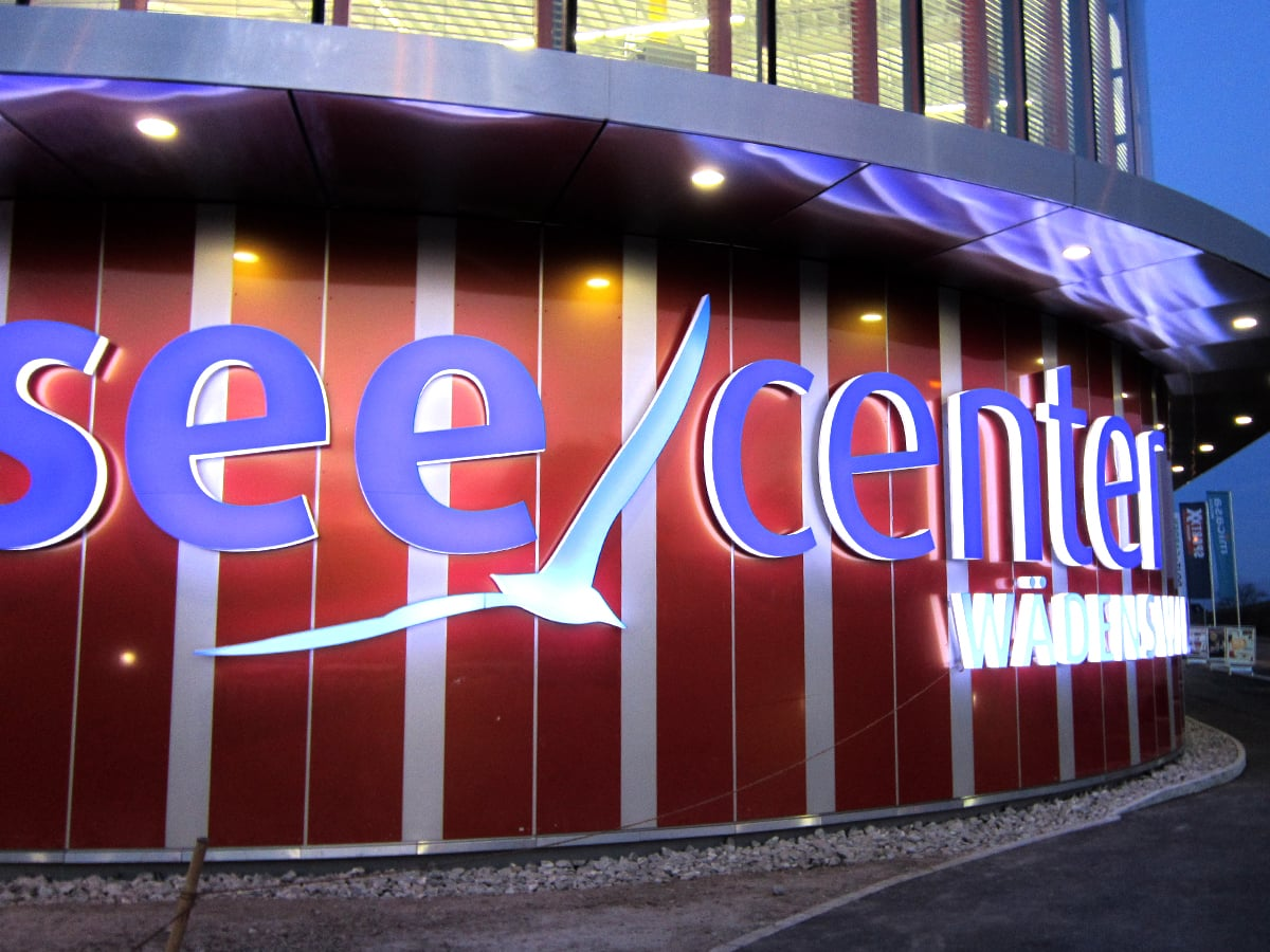 Neoprop Zürisee Center Wädenswil nachts